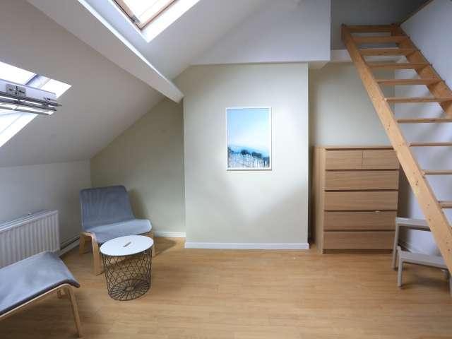 Furnished room in 6-bedroom house in Saint Gilles, Brussels