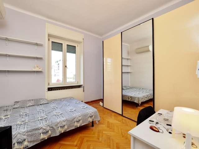 Arredato camera in appartamento a Bicocca, Milano