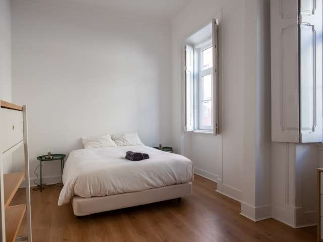 Spacious room for rent in 4-bedroom apartment in Campolide
