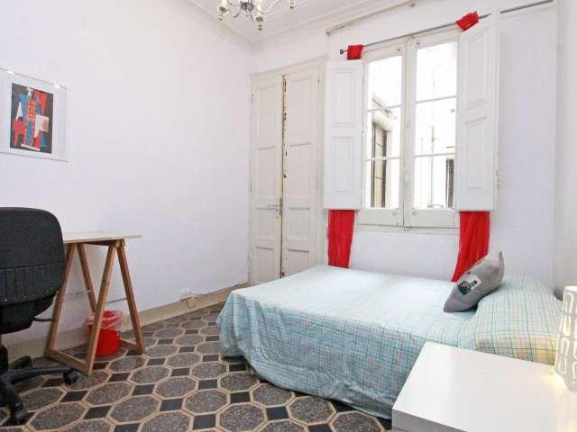 Chambre meublée dans un appartement de 5 chambres à l'Eixample, Barcelone