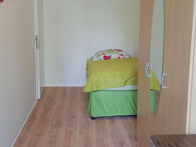 Zimmervermietung in 9-Zimmerwohnung, lebendige Mitte, Berlin