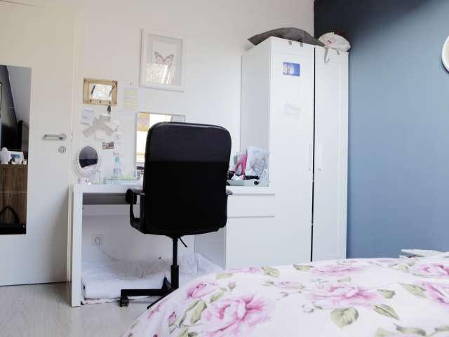 Camera accogliente in appartamento con 6 camere da letto a Kraainem, Bruxelles