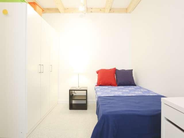 Gemütliches Zimmer in 4-Zimmer-Wohnung, Tetuán, Madrid