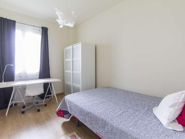Gemütliches Zimmer zu vermieten, 11-Zimmer-Wohnung, Malasaña Madrid