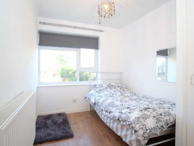 Rooms for rent in 2-bedroom house in Bromley, London