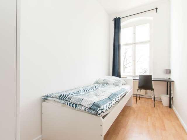Gemütliches Zimmer zur Miete in einer Wohnung mit 5 Schlafzimmern in Berlin