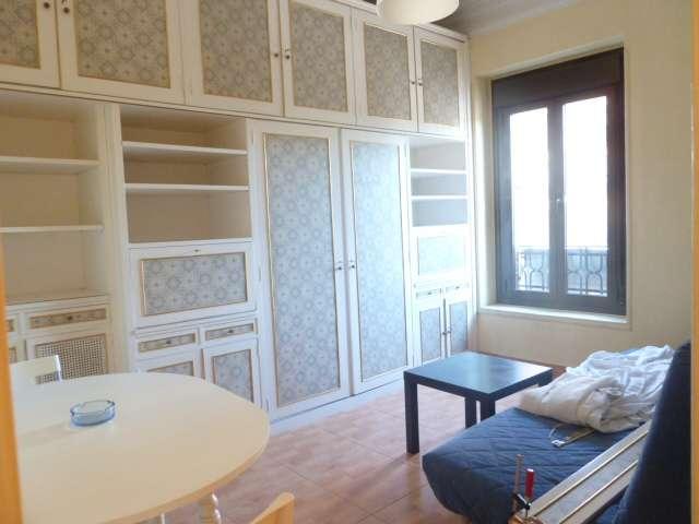 Compact studio apartment for rent in Retiro, Madrid