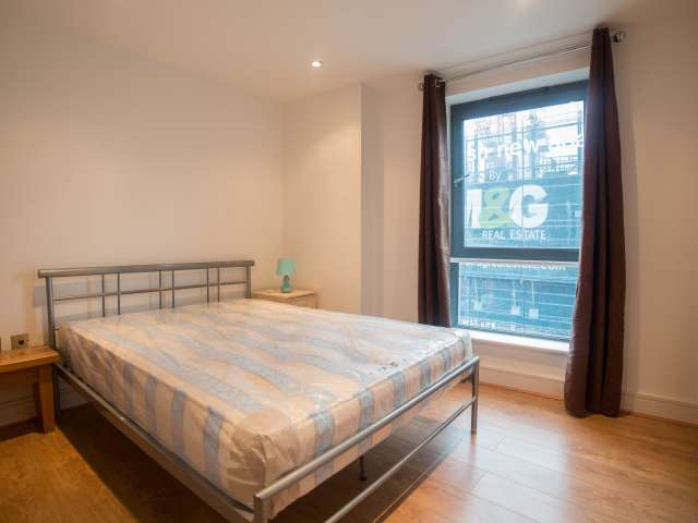 Sunny room in 3-bedroom flat in Poplar, London