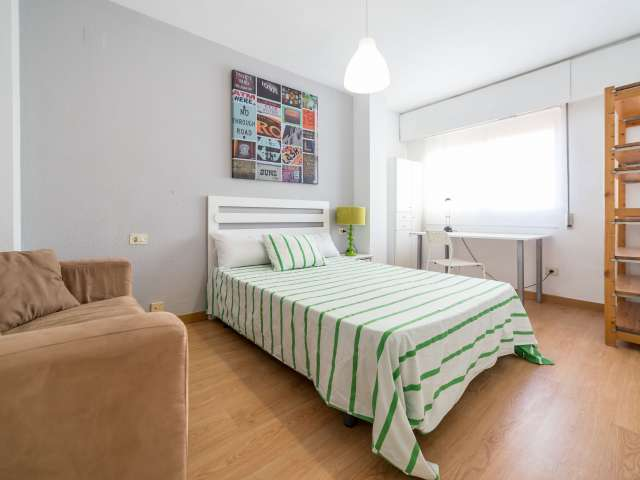 Habitación luminosa en piso compartido en Poblats Marítims, Valencia