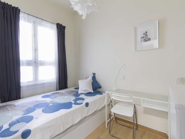 Ensuite Zimmer zu vermieten, 11-Zimmer-Wohnung, Malasaña Madrid