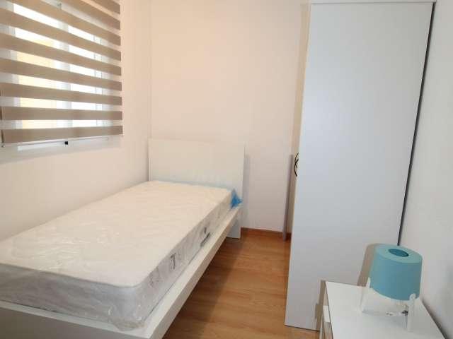 Quarto para alugar em apartamento de 5 quartos em Olivais, Lisboa