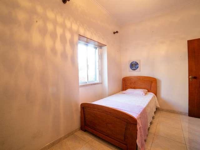 Quarto acolhedor para alugar em casa de 3 quartos, Ajuda, Lisboa