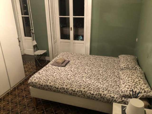 Bella camera in affitto in appartamento con 2 camere da letto a Isola