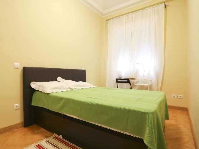 Room in 5-bedroom apartment in Cuatro Caminos, Madrid