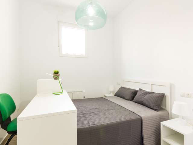 Sunny room in 5-bedroom apartment in Madrid Río, Madrid