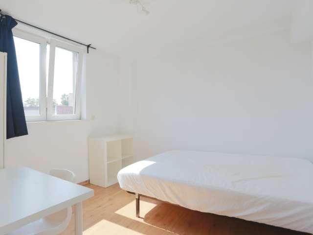 Room for rent 7-bedroom house in Anderlecht, Brussels