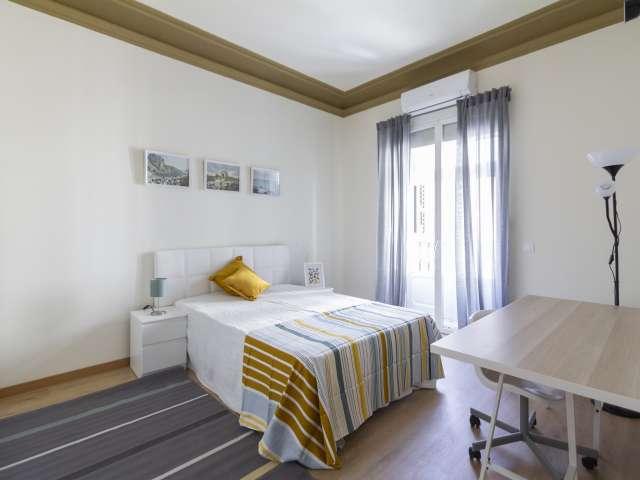 Helles Zimmer zu vermieten, 11-Zimmer-Wohnung, Malasaña Madrid