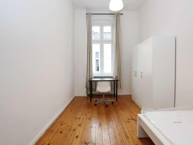 Aufgeräumtes Zimmer zur Miete in 3-Zimmer-Wohnung in Mitte, Berlin