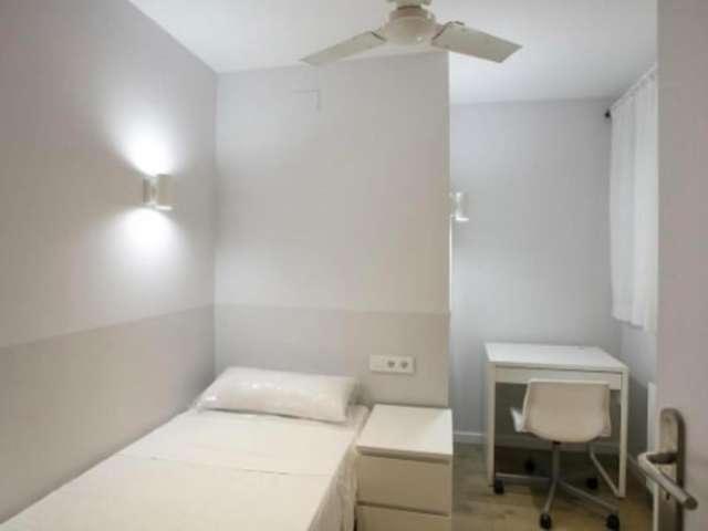 Nice room for rent in 6-bedroom apartment, Gràcia, Barcelona