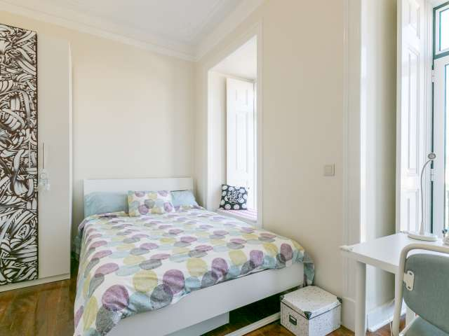 Fresh room for rent, 4-bedroom apartment, Campo de Ourique