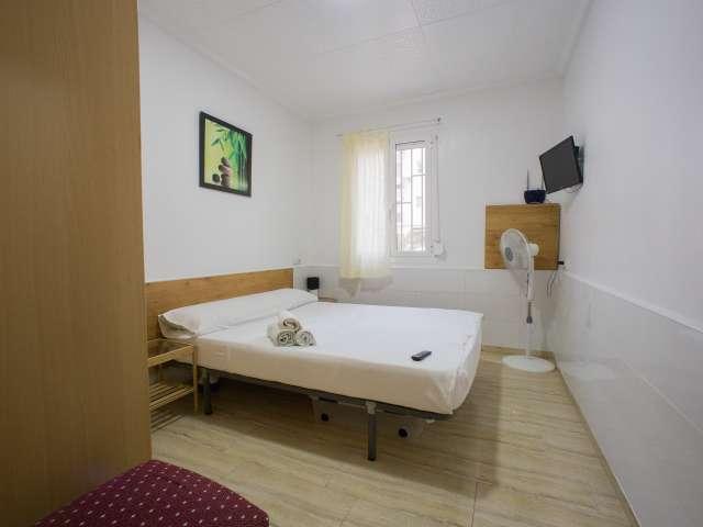 Se alquilan habitaciones en apartamento de 3 dormitorios en Poblats, Valencia
