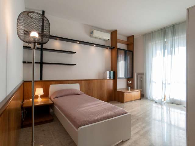 Bright room for rent in Turro, Milan