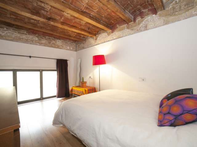Cosy room in 4-bedroom apartment in Poble-sec, Barcelona