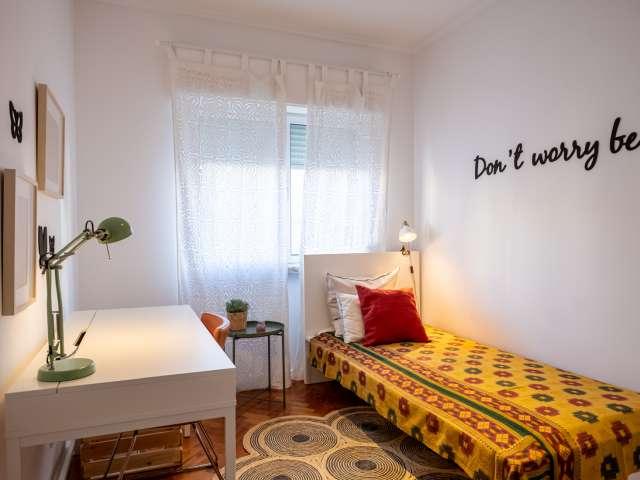 Confortável quarto em apartamento de 3 quartos na Ajuda, Lisboa