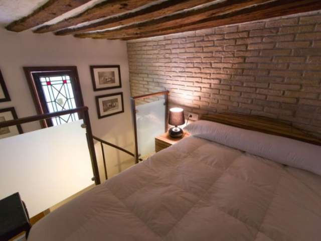 Furnished room in 5-bedroom apartment in Sol, Madrid