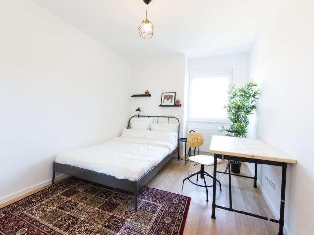 Sonniges Zimmer in Apartment mit 2 Schlafzimmern, Lichtenberg, Berlin