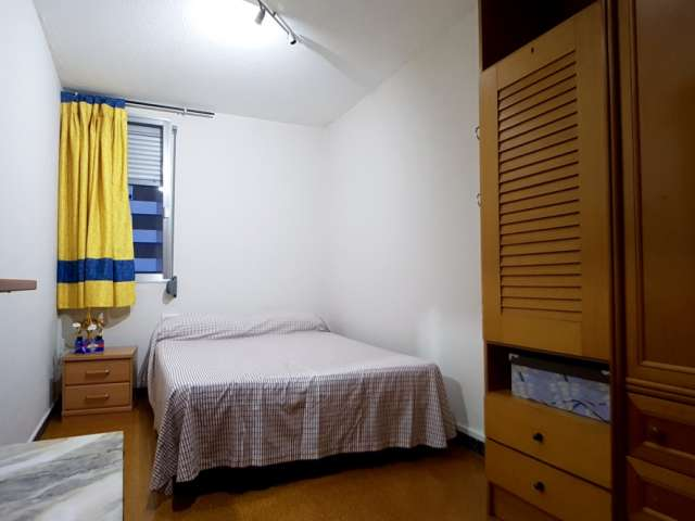 Furnished room in 3-bedroom apartment in Barcelona