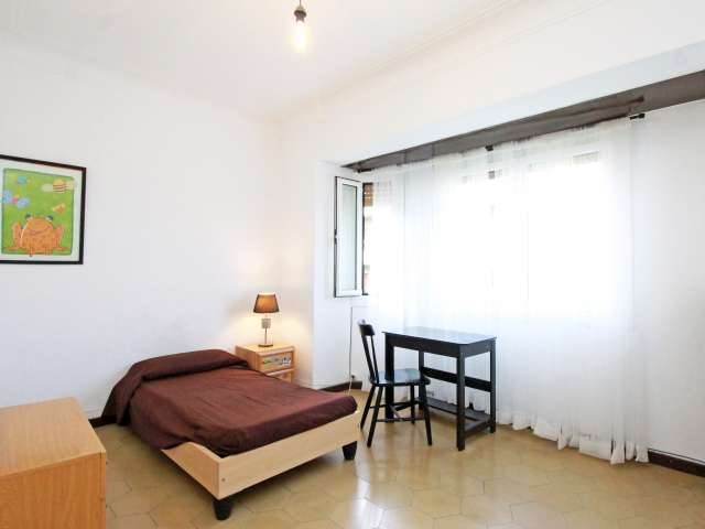 Large room in shared apartment in Horta-Guinardó, Barcelona