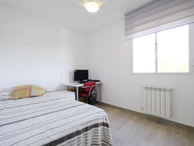 Room with a view in 7-bedroom apartment in Aluche, Madrid