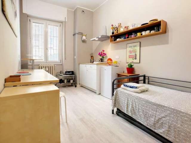 Semi-independent studio in 2-bedroom apartment Barona, Milan