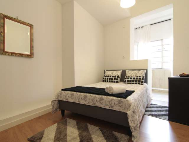 Sunny room for rent in Príncipe Real, Lisbon