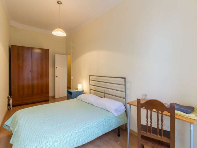 Furnished room for rent in 5-bedroom apartment in Eixample
