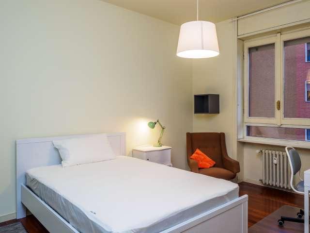 Double room in 3-bedroom apartment in Zona Solari, Milan
