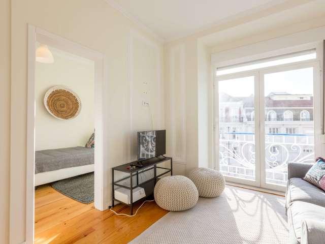 Sunny 6-bedroom apartment for rent in Arroios, Lisboa