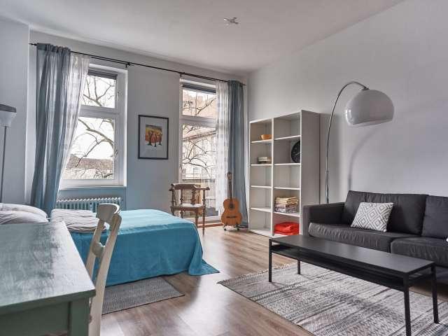 Zimmer mit Balkon in 3-Zimmer-Wohnung in Reinickendorf