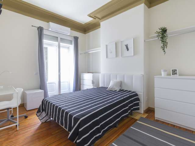 Balkonzimmer zu vermieten, 11-Zimmer-Wohnung, Malasaña Madrid