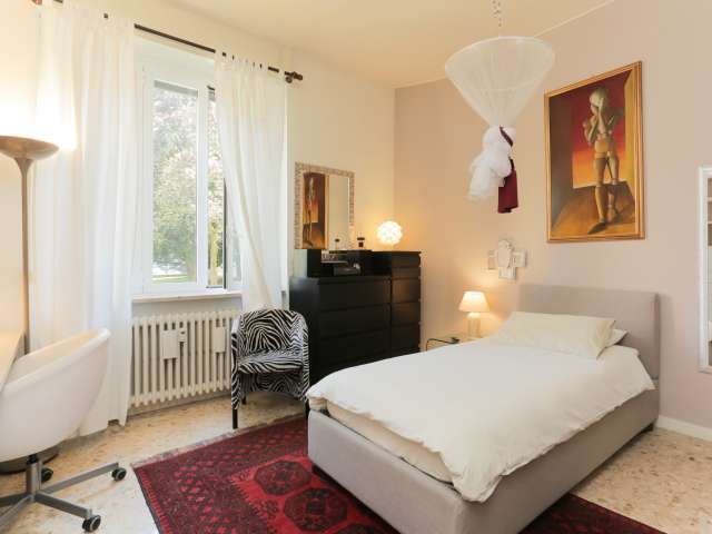 Room for rent in 4-bedroom apartment in Bocconi, Milan