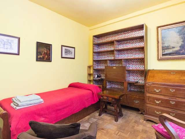 Habitación privada en apartamento de 4 dormitorios en Salamanca, Madrid