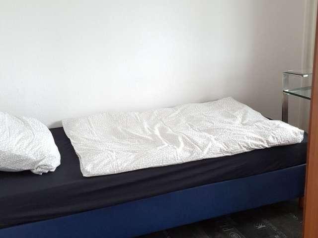 Sonniges Zimmer in Wohnung mit 3 Schlafzimmern in Friedrichshain