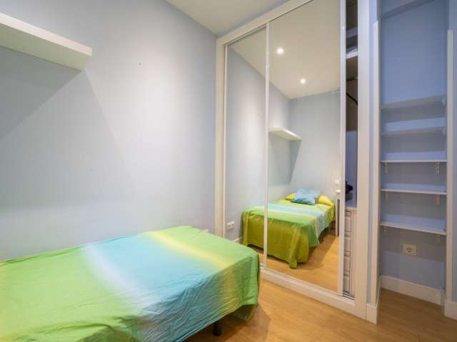 Room for rent in 3-bedroom apartment in Tetuán, Madrid