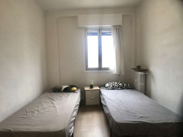 Room for rent in 4-bedroom apartment in Guindalera, Madrid