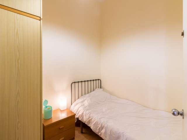 Cozy room for rent in 5-bedroom apartment in Eixample