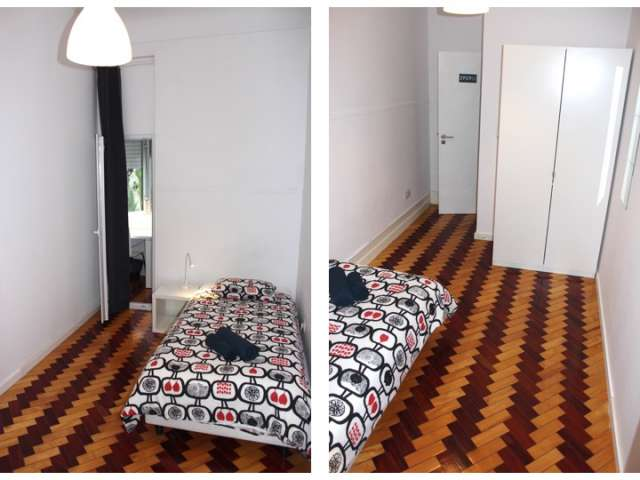 Room for rent in 14-bedroom apartment in Lisbon
