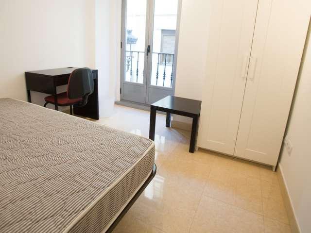 Big room in shared apartment in Puerta del Sol, Madrid