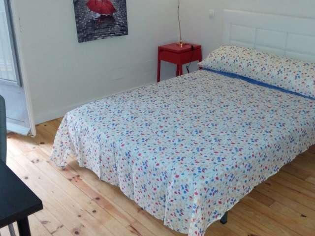 Habitación íntima en apartamento de 6 dormitorios en Centro, Madrid