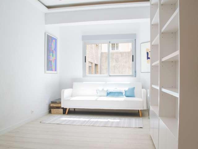 Modern studio apartment for rent in Diego de León, Madrid